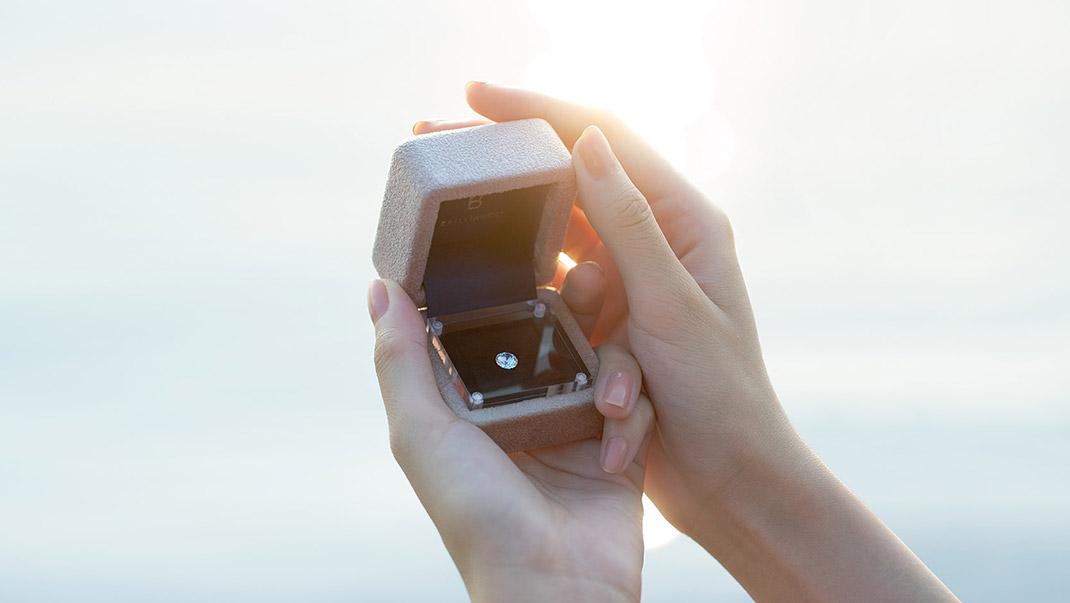 婚約指輪の新しい形「ダイヤモンドでプロポーズ」