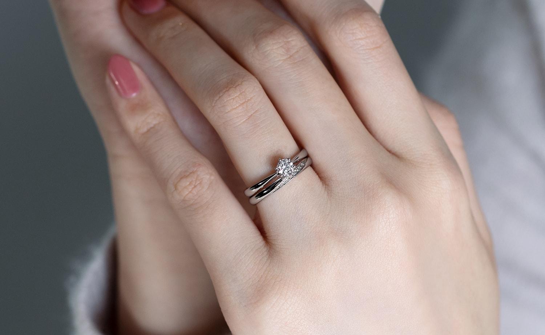 婚約指輪と結婚指輪の重ね付け