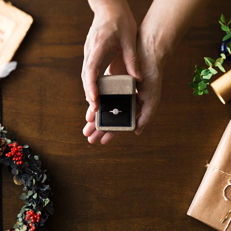 「婚約指輪のダイヤモンドが小さい…」そんな誰にも言えない悩みを検証!