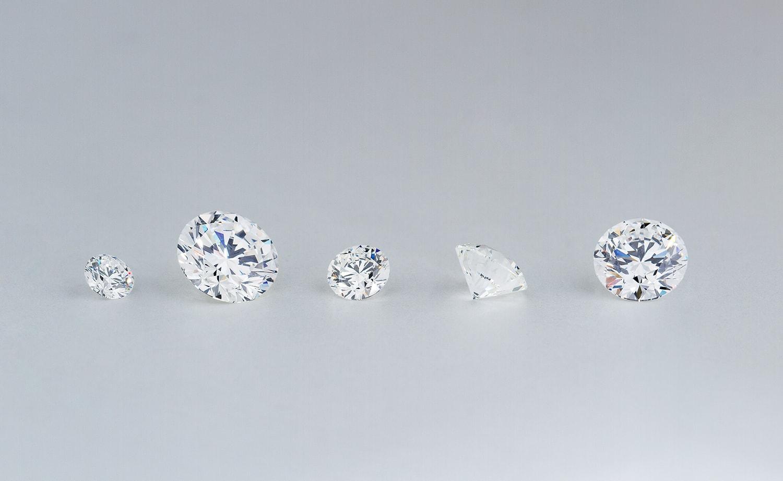 色んなカラットのダイヤモンド