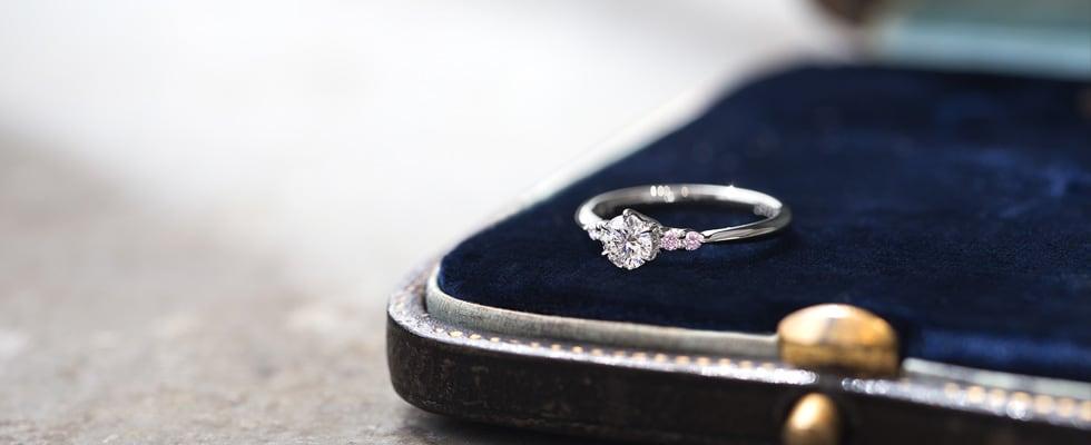 両家への結婚挨拶と婚約指輪の注意点