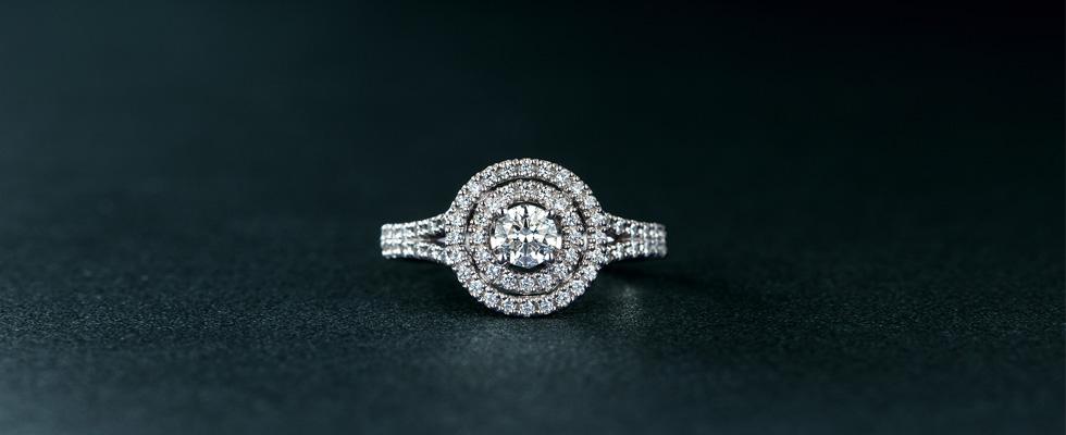 ショップに1人で婚約指輪を買いに行く男性の心理は?