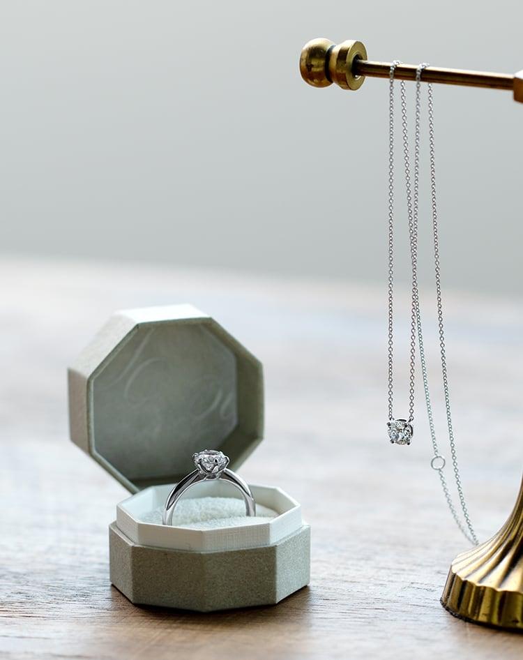 指輪指輪と一粒ダイヤモンドネックレス