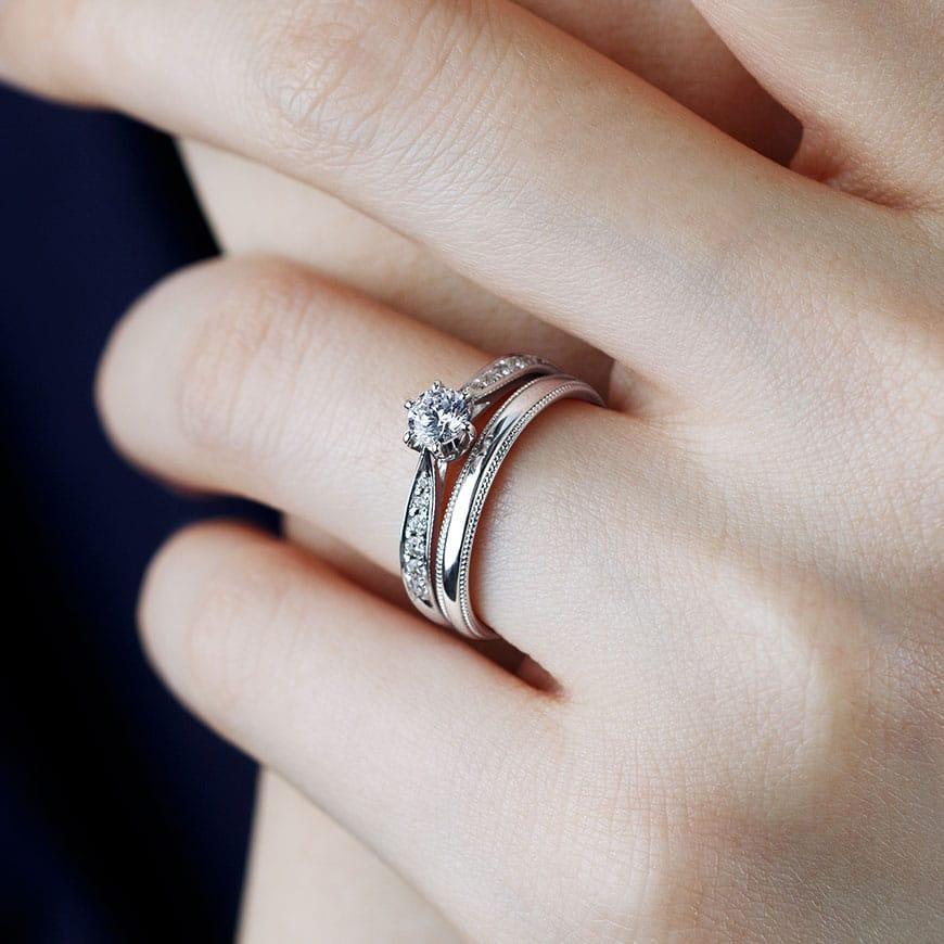 婚約指輪と結婚指輪の重ね付けコーディネート02
