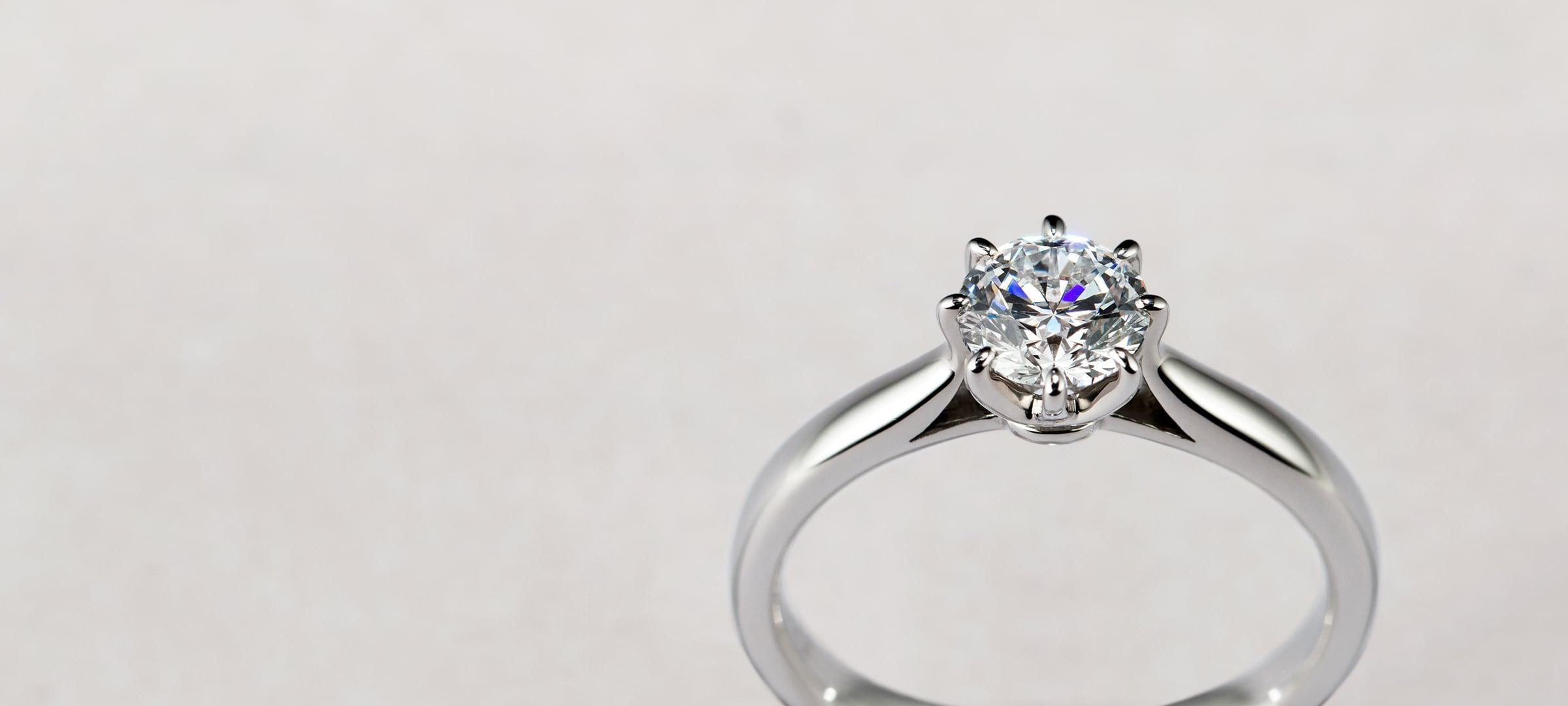 8ポイントセッティングの婚約指輪