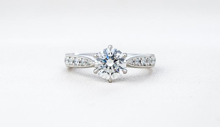 婚約指輪のリングデザインを選ぶ