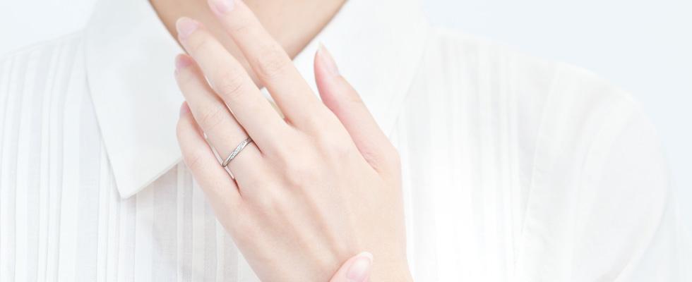 結婚指輪ルリエ女性の手元