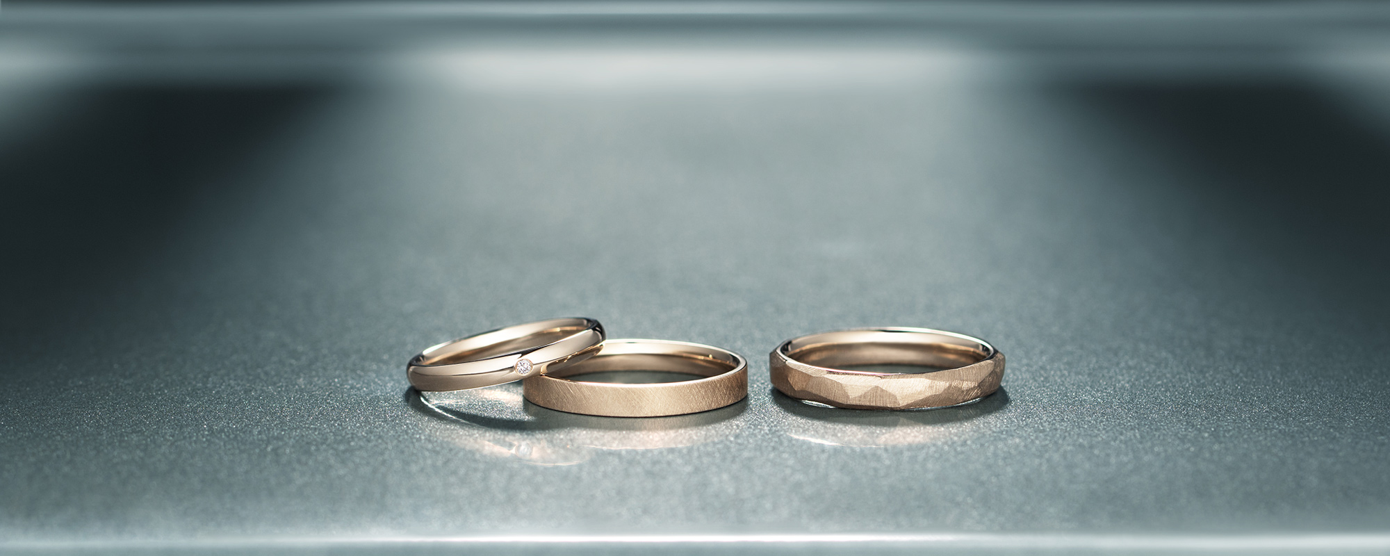 シャンパンゴールドの結婚指輪