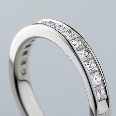 プリンセスカットダイヤモンドリングアップ写真1