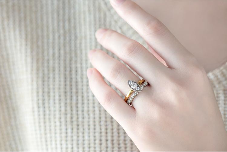 結婚指輪 マルキーズ おすすめの重ねづけ