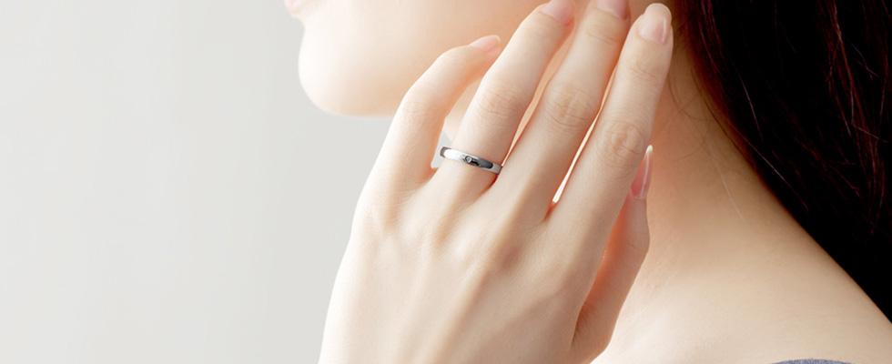 ホワイトゴールドの結婚指輪PC
