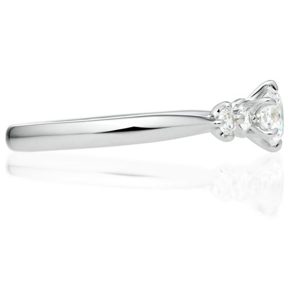 PT900 リップル ダイヤモンド サイドストーン リング 0.3ct
