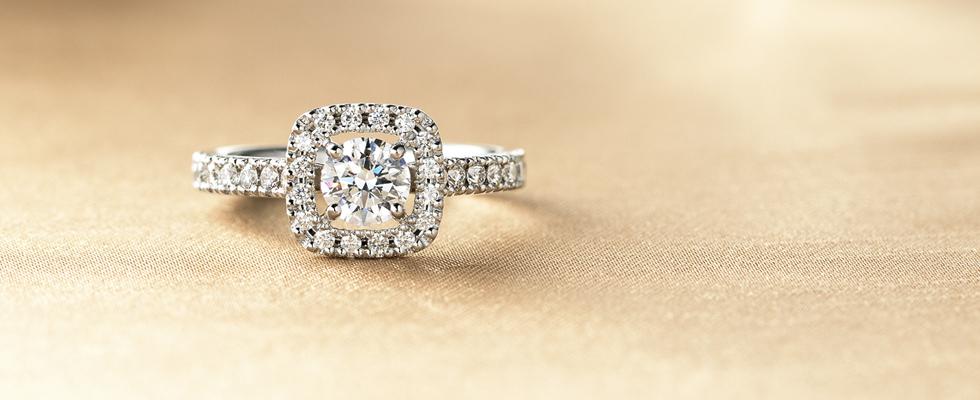 アンティークな婚約指輪PC