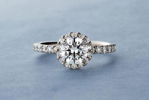 エタニティタイプのヘイローダイヤモンドリング