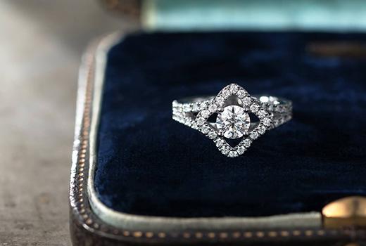 フローティングヘイローダイヤモンドリング