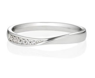 ウェーブラインの結婚指輪を見る